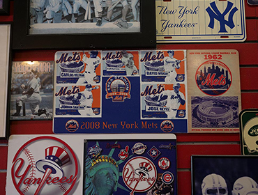 Picture of Baseball team logo about Newyork Yankees hangin from the wall